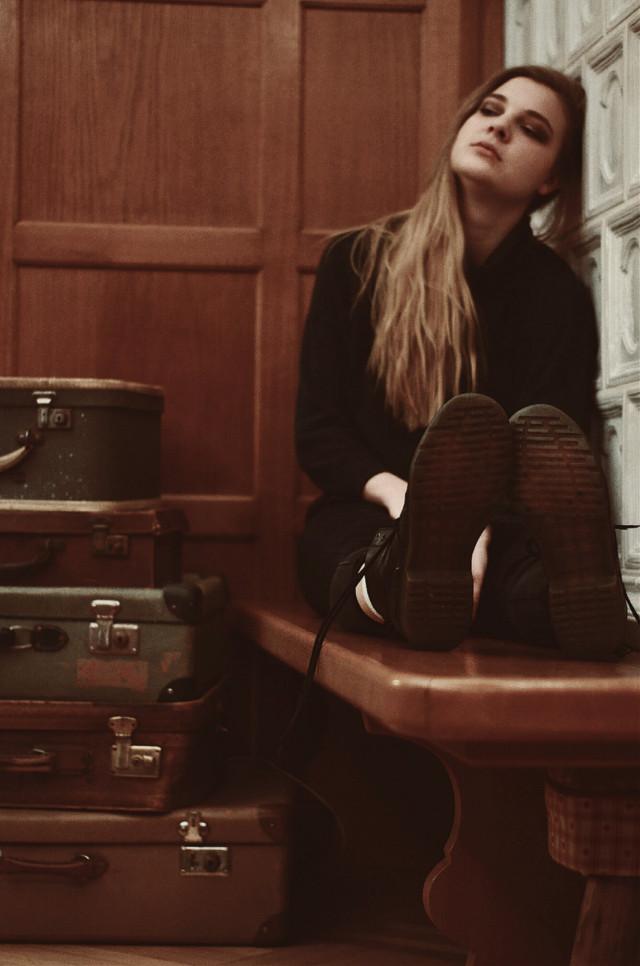 #retro #vintage #girl #woman #portrait #longhair #bags #shoes @annyontherocks